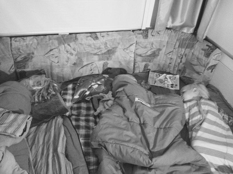 drie kinderen samen slapen
