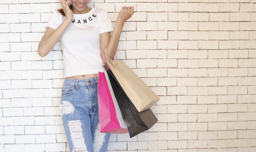 vrouw shoppen