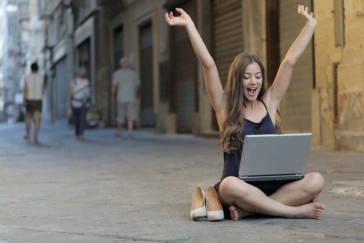 succesvolle vrouw affiliate marketing